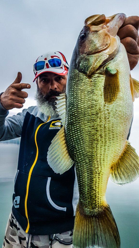 Cécrick Plasseau guide de pêche black bass