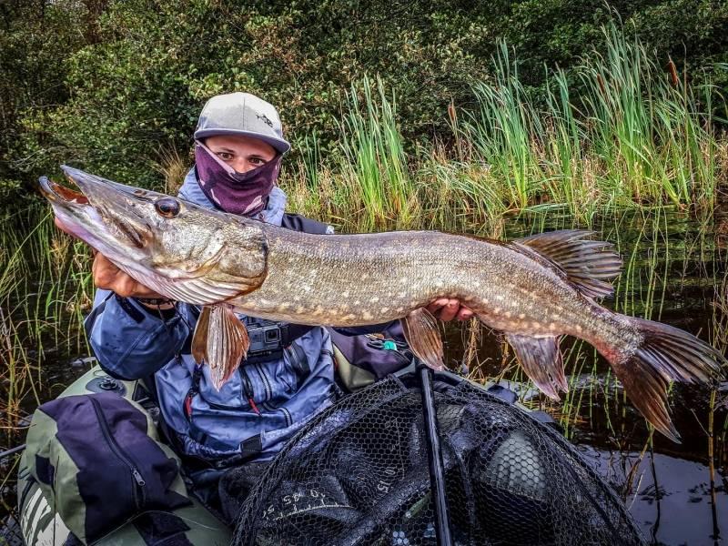 Pêche du brochet en Irlande en float-tube avec Anthony Manson-Caron