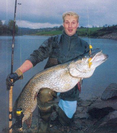 Top 4 : Brochet de 137 cm pris par Philippe COSTE et Arnaud FOISSAC sur le Lac de barrage de Pareloup